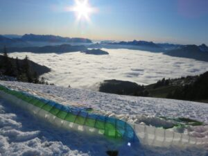 Gleitschirmstart Berge Nebel Wolken