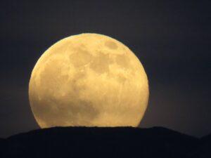 Mondaufgang Gleitschirmfliegen Abend