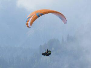 Herbststimmung Paragliding Alpen Berge Bayern Deutschland